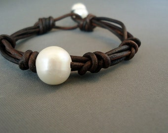 Leather and  Single Pearl  Bracelet/Leather Bracelet/Solitaire Pearl Bracelet