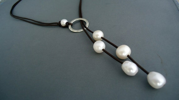 Leather and pearls Hammered sterling silver  lariat, Leather Necklace,Sterling Necklace, Women's jewelry, Classic, Chic