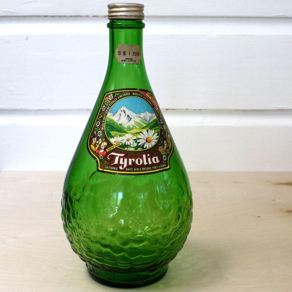 Green glass wine bottle tyrolia for Green glass wine bottles
