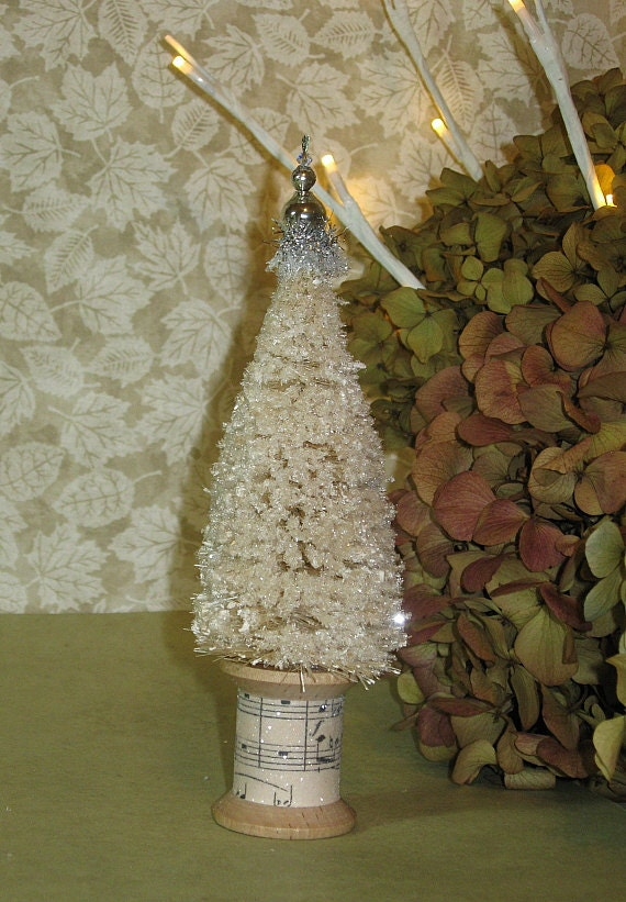 $ - It's that time of the year to add an old time, vintage Christmas touch with this set of Bottle Brush Trees! Use them as precious placeholders. Winterize your train sets, nativity scenes, and dioramas. Combine with Mason jars and other miniature accessories to create one-of-a-kind dry snowglobes. Place these faux sisal trees in your fairy garden for your pixies and gnomes to enjoy.