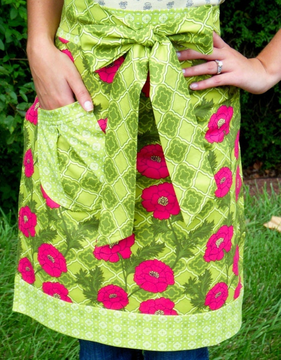 Apron Pattern PDF Tutorial - DIY Sewing - Hostess Apron with Ladybug Pocket