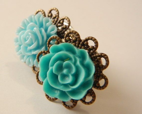 Resin Flower Brooch, Victorian Flower Pins, Brass and Resin Brooches