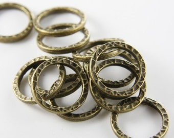 10 Pieces Antique Brass Tone Base Metal Textured Rings-22mm (8282Y-B-464)