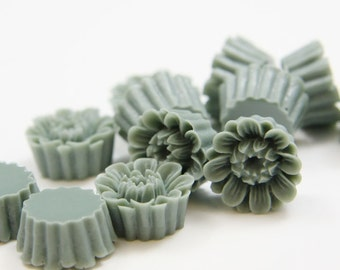 10pcs Acrylic Flower Cabochons-Gray 14mm (15F5)