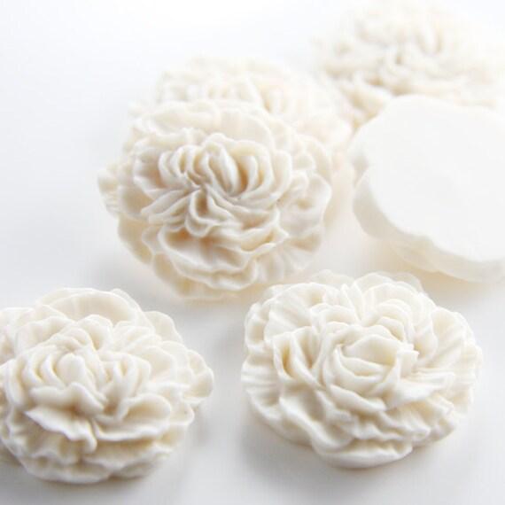 4pcs Acrylic Flower Cabochons-White 33mm (F0014-A-120)