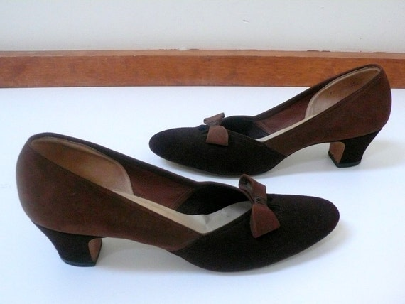 Vintage 1950's Cut-Out Shoes // The Two-Tone Peek-a-Boo Bows Heels - Size 11.5