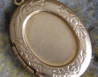 Brass Oval Locket with 18x13 mm setting Insert 1225