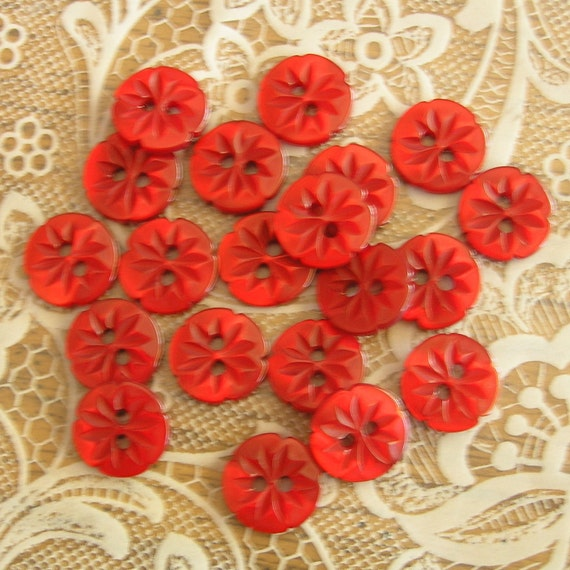 Set of 20 - 1/2 inch Carved Flower Buttons SO CUTE Red
