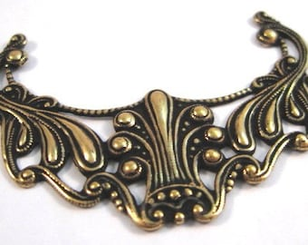 Art Nouveau Pendant from Trinity Brass in Antique Gold