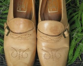 70's Tan BUCKLED inset stitching Granny Shoes