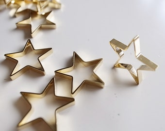 6 pieces of vintage old stock cut raw brass tube outline charm in star shape deco with new plating in gold tone 18mm