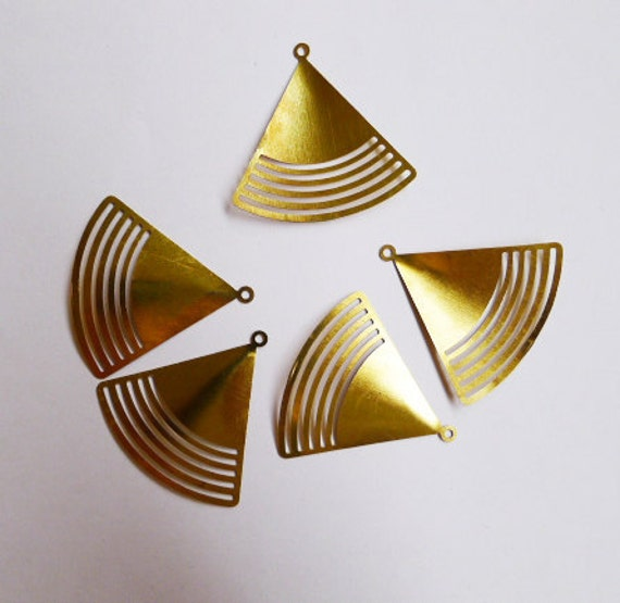 12 pieces of  newly made brass stamping die cut triangle drop pendant finding charm 32 x 32mm fan bent