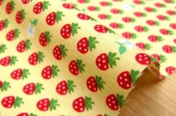 Tiny  Strawberry print Half meter (hb4)