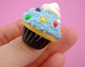 Rain-Blo Bubblegum Cupcake - Cute Polymer Clay Rainbow Miniature Food - Adjustable Ring