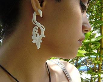 Fake gauges earrings, White Bone Split Gauge Earrings, hand Craved,tribal style,naturally,oraganic