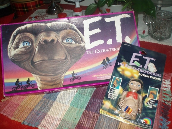 rad retro ET extra terrestrial boare game and wind up toy speak and spell