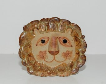 Vintage Pottery Lion Wall Pocket