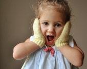 1950s Soft yellow mittens