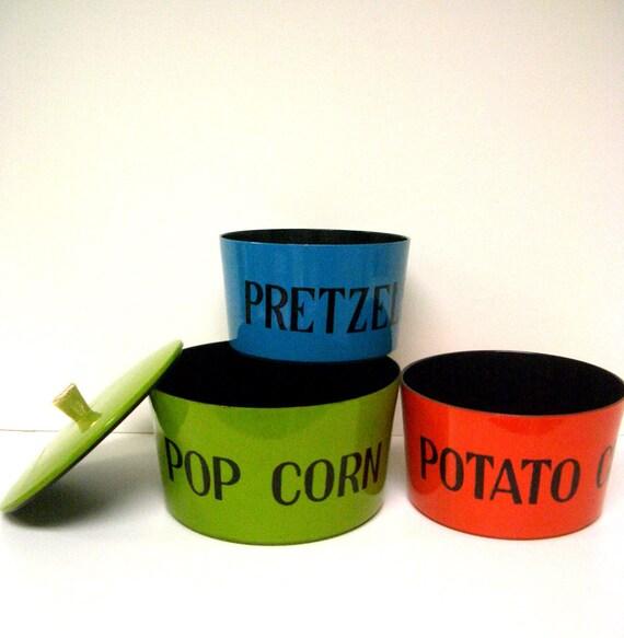 Vintage Nesting Snack Bowls - Set of 3