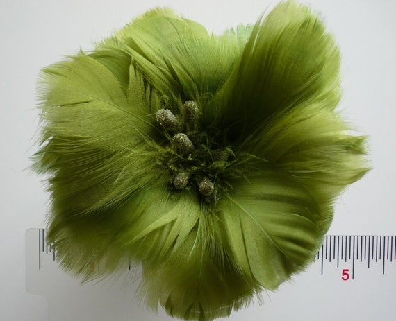 FEATHER FLOWER Kiwi green, goose coquille / 208
