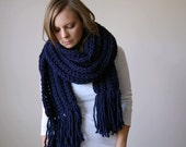 fringe chunky textured scarf shawl hood / the minnetonka / navy