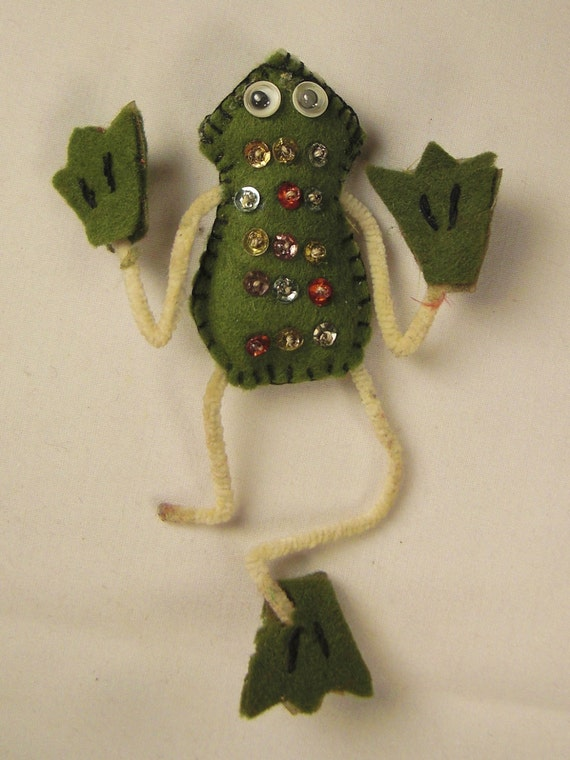 Xmas tree Ornament FROG handcrafted felt and sequence 5 x 3