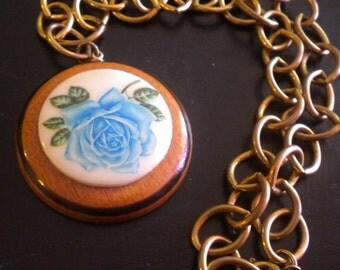 Vtge Wood Rose Medallion Statement Necklace on Chain Link