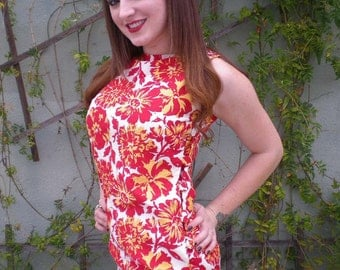 Vintage Hawaiian Loung Dress 60's. Pin Up. Lounge Dress. Luau Dress. red. Buttons