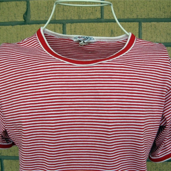 Vintage 70s Nautical T-Shirt / Red and White Stripes / Pocket