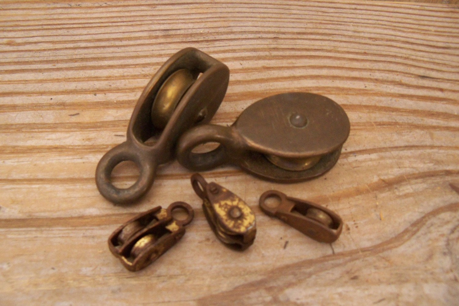 Small Pulleys : Vintage small brass pulleys