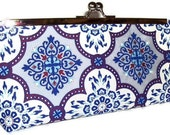 SALE - Cobalt Blue and White Clutch with chain strap - Metal clutch frame silver