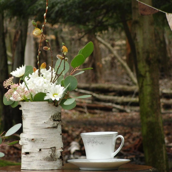 One medium birch bark vase with free engraving, Natural