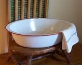 Oval Enamelware Tub / Farmhouse Collectible / Red and White / Vintage Laundry Room / Primitive Garden