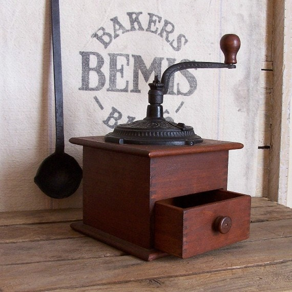 Vintage Wooden Coffee Grinder / Cast Iron Working Parts / Finger Joinery / Wood Knob / Antique Farmhouse