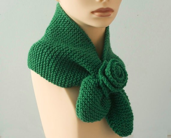 Emerald Green Scarf, Hand Knit Key Hole Scarf,  Flower  Neck Warmer, Self Tying Scarf, Stay in Place Scarf