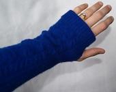Blue Cableknit Fingerless gloves