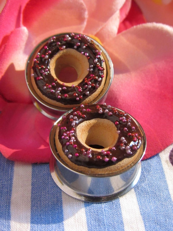 "7/8"" Donut Eyelets - Chocolate Frosting with Pink and Red Sprinkles"