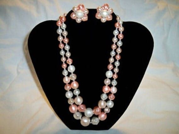 Vintage 1950's Ladies Peachy Pink Necklace and Earrings