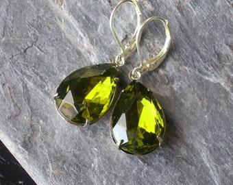 Olivine jewel earrings green glass pear cut earrings silver