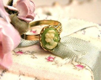 Cameo Vert.  vintage cameo ring