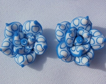 6 Clay Beads, Supply / Jewelry Making , Beautiful Handmade Roses of Polymer Clay, White & Blue Rose Beads