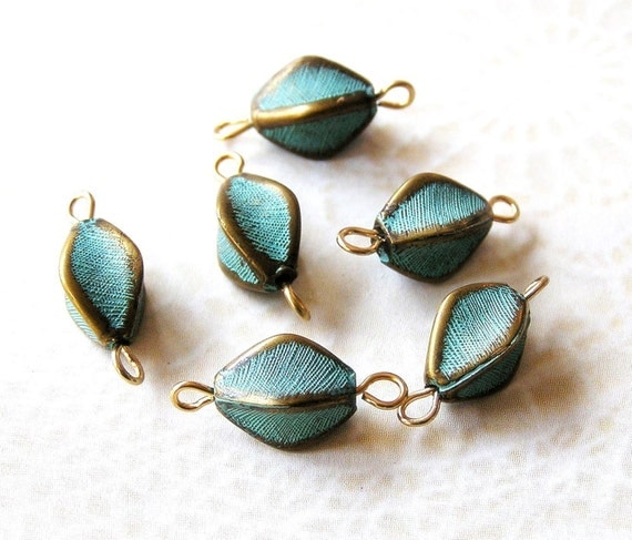 Vintage Turquoise and Brass Tone Lucite Bead Connectors (8) (F180)