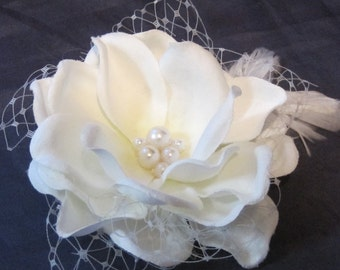 Bridal hair flower (LIGHT IVORY)with Russian Veil and feathers