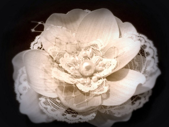 Bridal  Hair Accessories,  Wedding Flower with  Lace and Russian veil -  Ivory bridal fascinator