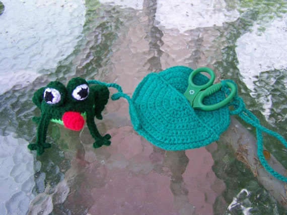 Froggie Tapester with Lily pad Scissor Case PDF Pattern