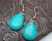 Chita - turquoise howlite EARRINGS in a tear drop shaped stone