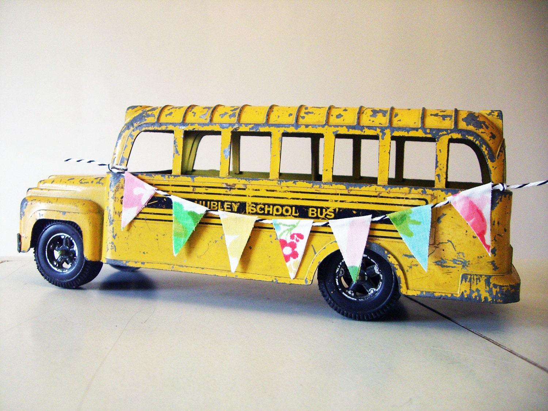 Metal school bus toy