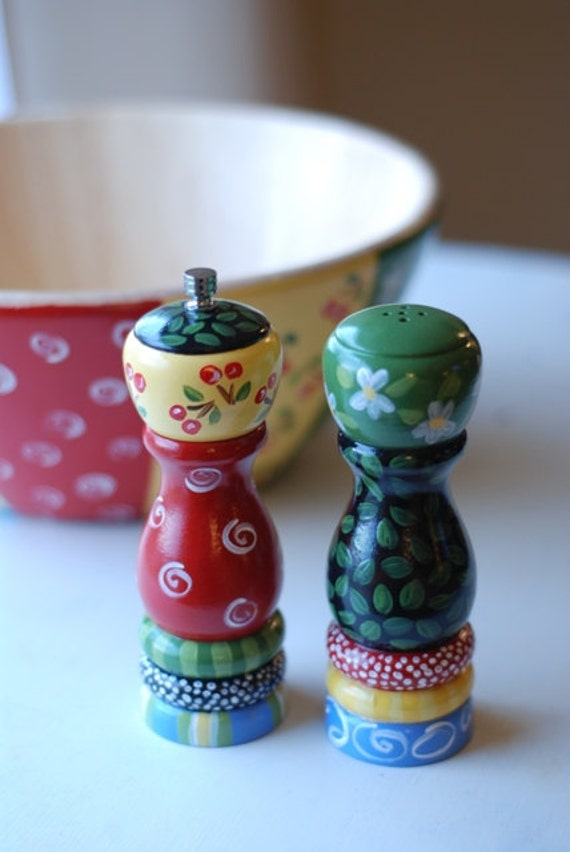 Multi colored salt and pepper shaker set Colorful salt and pepper shakers
