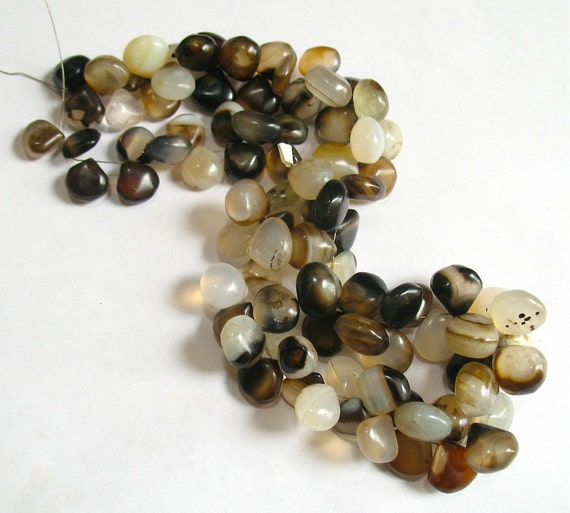 665CTS Natural Banded Sardonyx Briolettes 15 Inches