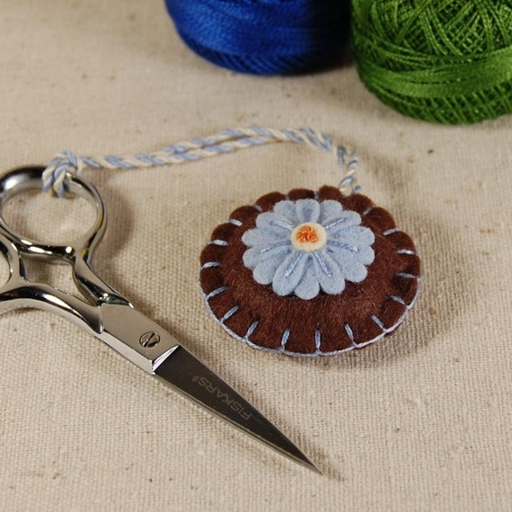 Wool Felt Scissor Fob - Blue Daisy Flower Hand Embroidered on Brown